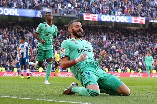 ريال مدريد يفوز على إسبانيول بثنائية وينفرد مؤقتا بصدارة الليغا