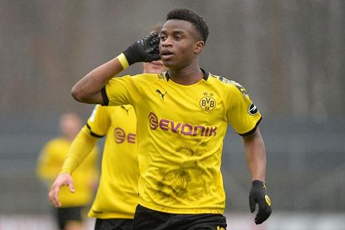 استدعاء لاعب عمره 15 عاما لمنتخب شباب ألمانيا