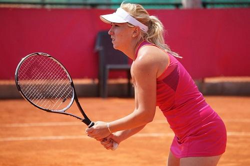 """لاعبة تنس تنشد مساعدة مالية بسبب """"كورونا"""""""