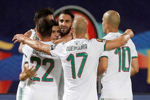 محرز: هدفنا الفوز ببطولة أمم إفريقيا وغوارديولا مدرب رائع