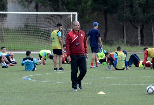 وسام استحقاق وتألق مع بلوزداد.. هل يفكر الجزائريون في الزاكي مدربا لمنتخبهم؟