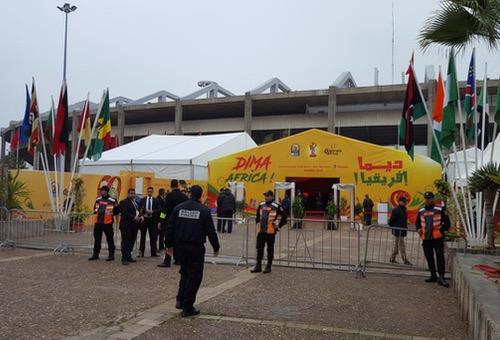 """الجماهِير تتقاطَر على ملعب افتِتاح """"الشان"""" بأعداد كبيرة والسلُطات الأمْنية متجنّدة للحَدث"""