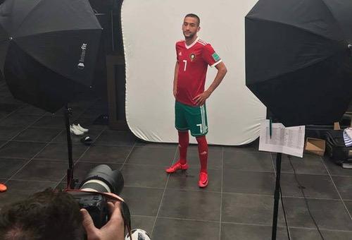 """بعد ضياع صفقة نبيل فقير.. جماهير ليفربول """"زياش لاعب جيد.. تعاقدوا معه""""!"""