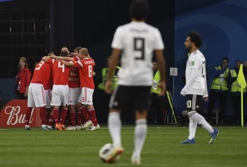 المنتخب الروسي يهزم نظيره المصري ويقترب من الصعود لدور الـ16 بالمونديال