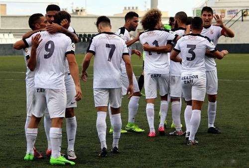 فريق مدينة سبتة المحتلة إسبانيا يُغير مواعيد مرانه لتتلاءم مع لاعبيه المسلمين
