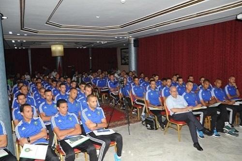 """""""الفيفا"""" يشرف على تنظيم تكوينات للرفع من مردودية حكام البطولة"""