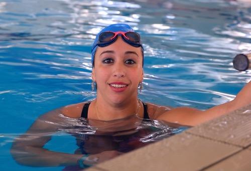 إيمان بولعمان.. بَطلة إفرِيقية للسباحة تَطمع في بلوغِ حُلم الأولمبياد بعد سنواتٍ من الإخفاق