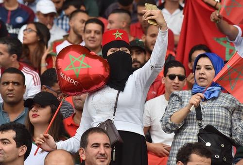 """صُحف الاثنين: وفاة مناصرين مغربيين في احتفالات الفوز على الغابون والمنتخب مهدد بـ""""الويكلو"""""""