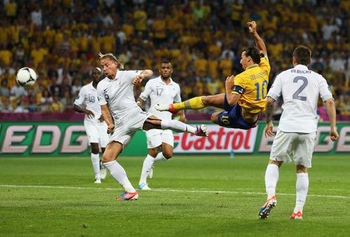 إبراهيموفيتش يقلل من هدف كريستيانو أمام يوفنتوس ويؤكد: سجلت أفضل منه قبل سنوات