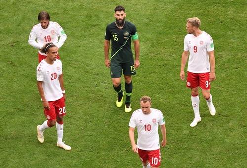 الدنمارك تتعادل مع أستراليا وتؤجل حسم تأهلها لثمن نهائي كأس العالم