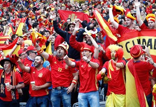 """نصف الإسبان يعتقدون أن """"لا روخا"""" سيتوج بمونديال روسيا"""