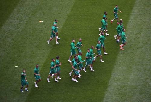"""الإِحْبَاط يُسْيطِر على """"الأُسُود"""".. واللاعبون يَسْتَعِدُّون لمُوَاجَهَة إسبانيا """"كَأَنَّها مباراة التَّأَهُّل"""""""