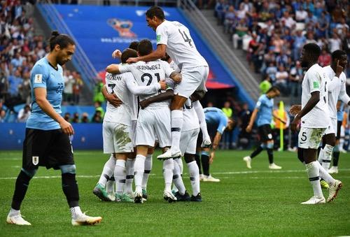 فرنسا تسقط أوروغواي بثنائية وتحجز المقعد الأول في المربع الذهبي للمونديال