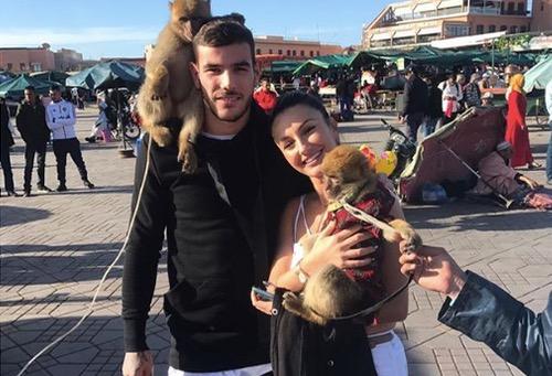 مراكش عشق لاعبي ريال مدريد.. ثيو يقضي عطلة نهاية الأسبوع في المدينة الحمراء