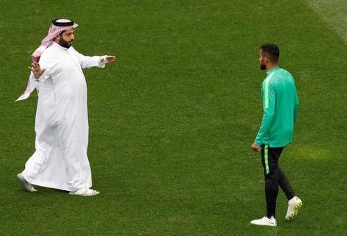"""تركي آل شيخ يغرد خارج السرب.. والـ UEFA يرد بهدف في الـ""""90"""": لم نسمع بك من قبل!"""