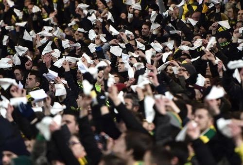 دعوة للجماهير المغربية للاحتجاج على الـ FIFA برفع المناديل البيضاء في مباراة إسبانيا