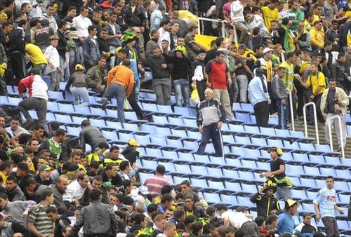 """العنف يجتاح الدوري الجزائري بعد شغب قمّة صراع البقاء في """"دوري الأضواء"""""""