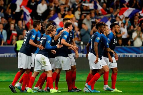 عودة ميندي ونبيل فقير لقائمة المنتخب الفرنسي