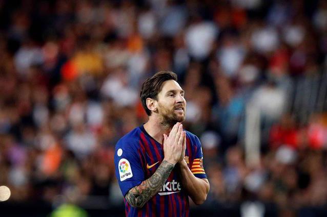 """برشلونة يتسلح بحصن """"الكامب نو"""" وبميسي بعد انقضاء ثلث موسم الليغا"""