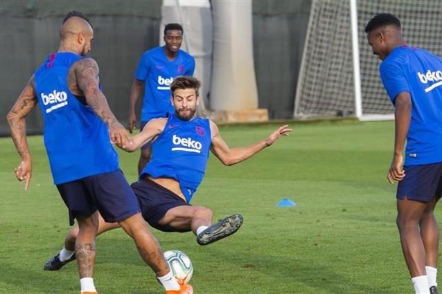 سواريز يعود لتداريب برشلونة وميسي يواصل الغياب