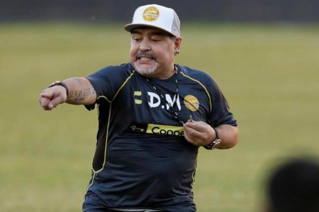 خيمناسيا دي لا بلاتا يجرى مرانه في غياب مارادونا
