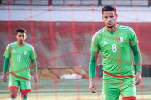 لاعب يتسبب في تأجيل مباراة بالدوري الجزائري