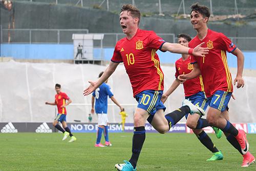 دورتموند يعير لاعب الوسط الصاعد غوميز إلى ناد إسباني
