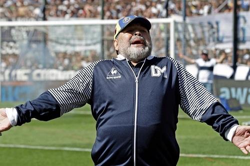 مارادونا يؤيد فرض ضريبة الثروة في الأرجنتين