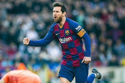 رباعية ميسي تعيد برشلونة للصدارة وتضاعف محنة إيبار في الدوري الإسباني