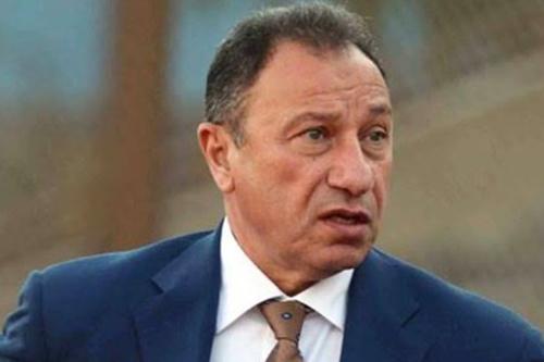 رئيس الأهلي يطالب لاعبيه بالفوز بالدوري المصري