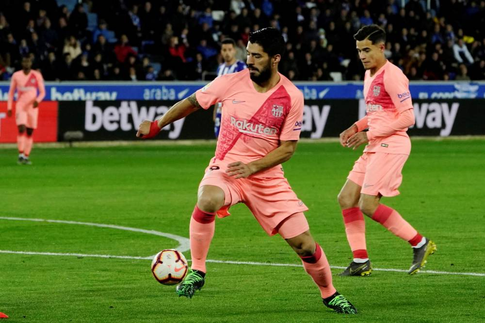 برشلونة يلامس لقب الليغا بثنائية أمام ألافيس دون ميسي