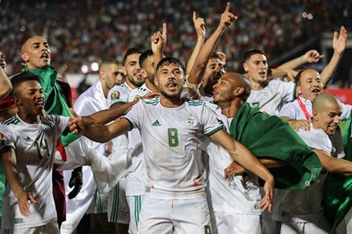 لاعبو بنين أقاموا ممرا شرفيا لمنتخب الجزائر
