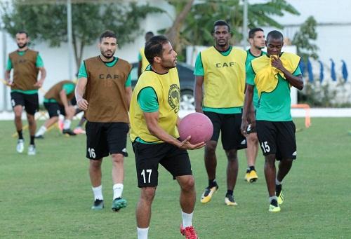 """التأشيرة تؤخر مباراة الوداد والأهلي إلى السبت.. والبِعثة الليبية تَحتج على """"التماطُل"""""""