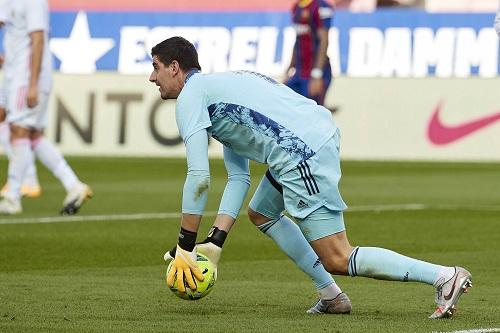 كورتوا: قدمنا ما يريده المدرب أمام برشلونة