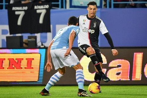 كريستيانو رونالدو يقترب من التفوق على لاعبي كرة القدم عبر التاريخ بهذا الرقم