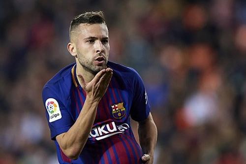 الإسباني جوردي ألبا يقطر الشمع على ريال مدريد
