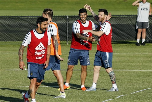 ميسي يسعى لقيادة الأرجنتين لنصف النهائي وتجنب مفاجآت فنزويلا