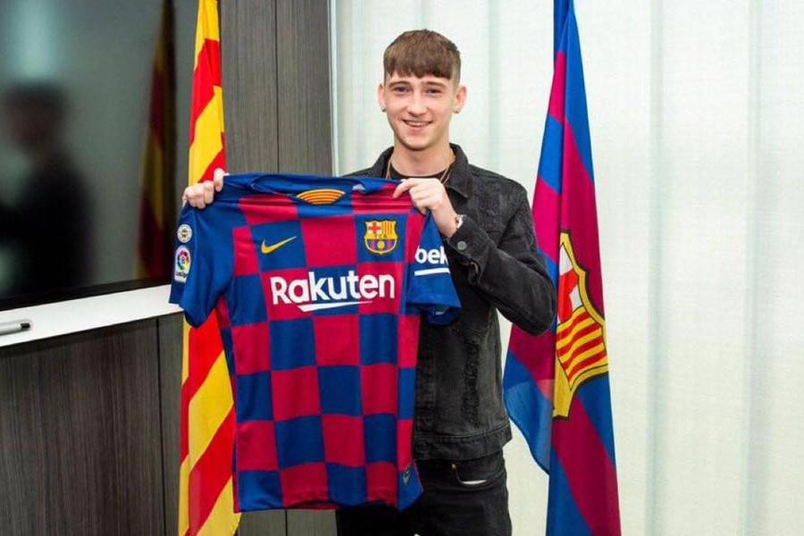 برشلونة الإسباني يتعاقد مع الإنجليزي لويس باري