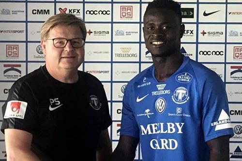 برودة الطقس تدفع لاعب سيراليوني إلى الهروب من السويد بعد أسبوع على انتقاله