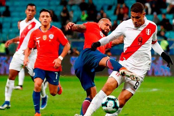لاعبو تشيلي يرفضون خوض ودية في البيرو بسبب الأزمة الاجتماعية