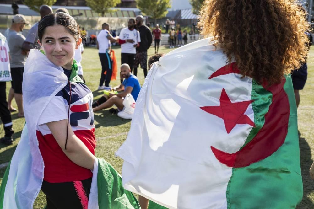 مطار القاهرة يستقبل 1550 مشجعا جزائريا