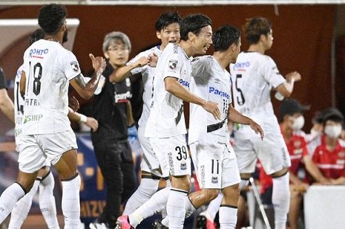 فوز مثير لغامبا أوساكا أمام شيميزو باليابان