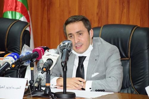 وزير الرياضة الجزائري: عودة الدوري صعبة جدا
