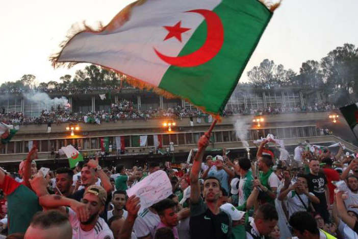 """حشود بشرية ضخمة تستقبل أبطال """"الكان"""".. بهجة ومشاعر وفخر"""