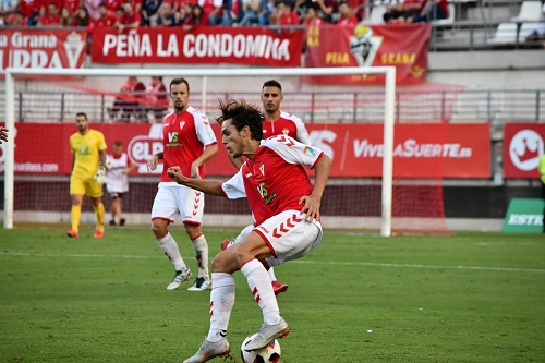 فريق إسباني يسمح لمشجعيه بالتدرب مع اللاعبين