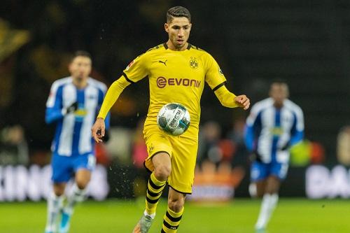 حكيمي يسعى لمعرفة مكانته في ريال مدريد قبل حسم مستقبله