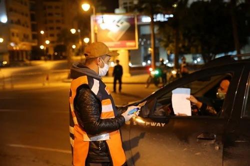 """الحكومة تتخذ إجراءات جديدة للحد من انتشار """"كورونا"""""""