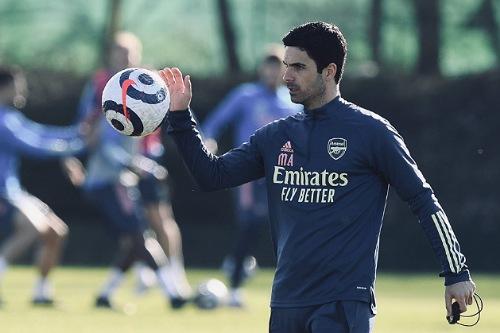 أرتيتا ينفي رحيله عن أرسنال لتدريب برشلونة