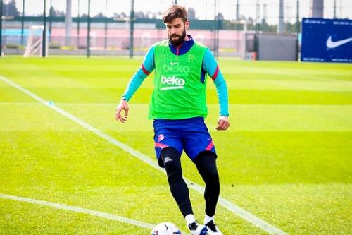 """بيكيه يعود لتدريبات برشلونة قبل """"الكلاسيكو"""""""