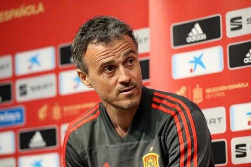 إنريكي يرفض تحديد حارس المنتخب الإسباني أمام المنتخب السويدي